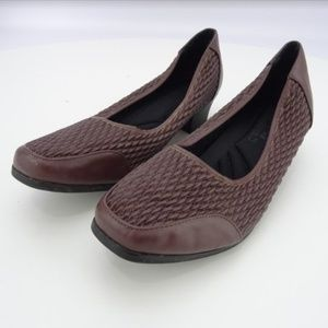 Women's Comfort Well Closed Toe Slip-On NWOB